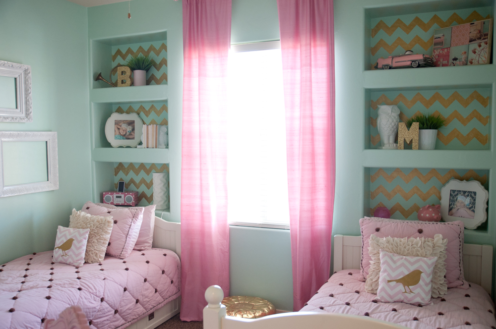 Gold pink and very chic little girls bedroom design b couture photography - Pink white and gold bedroom ...
